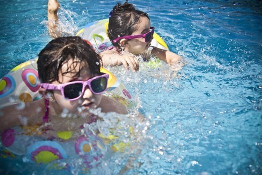 10 effective ways to help your children behave well this summer
